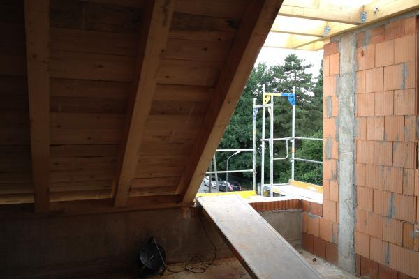 Bretterschalung auf Dachstuhl