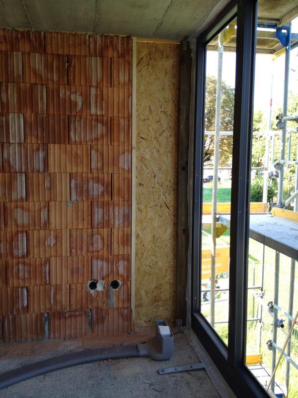 Holzwand im Obergeschoss